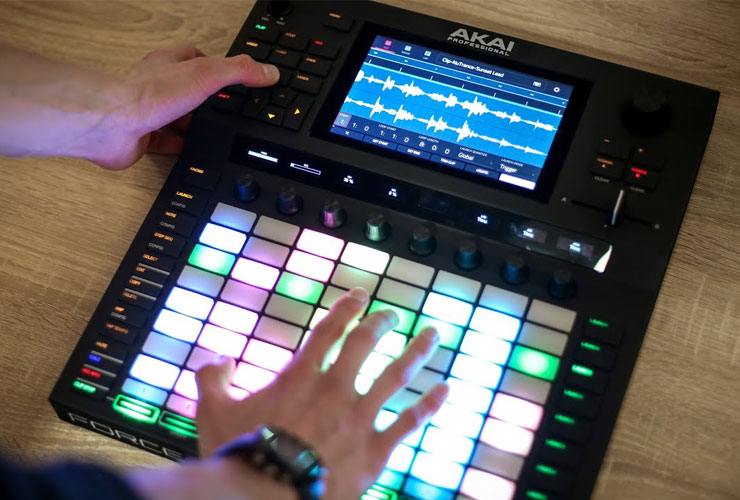 Uus: Akai Force