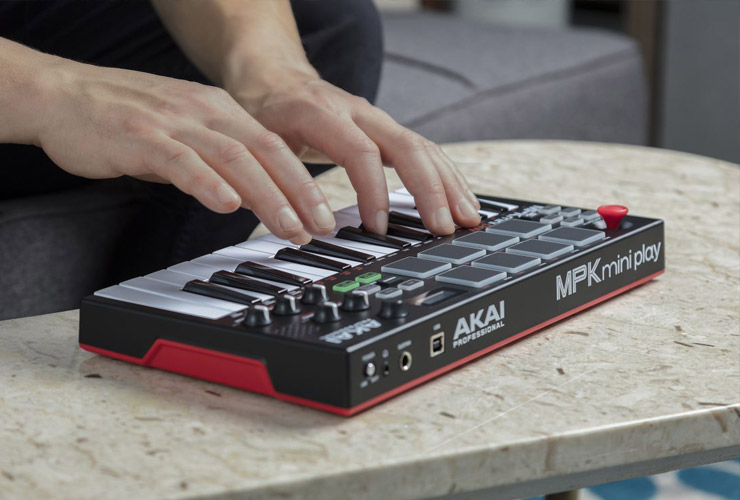 Uus: Akai MPK Mini Play MIDI klaviatuur