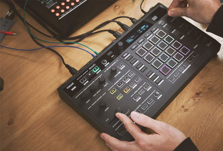 Uus: Pioneer Toraiz SQUID multitrack sequencer